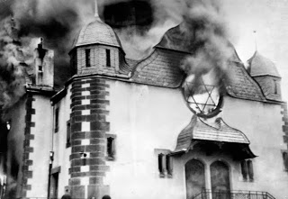Kristallnacht synagogue desctruction